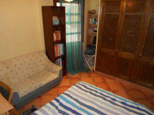 habitacion con cama grande